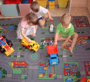 Что сделать, чтобы поставить ребенка на очередь в детсад?